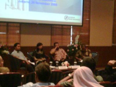 Enda, Amalia, Ninok Leksono dan Gaw saat diskusi berlangsung